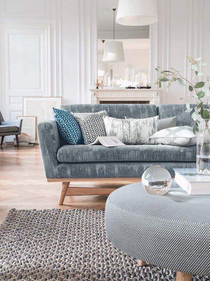 Sofá tapizado en azul