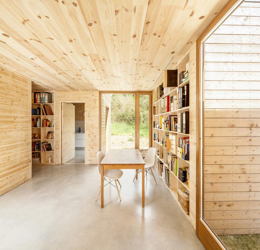 Habitación revestida con madera