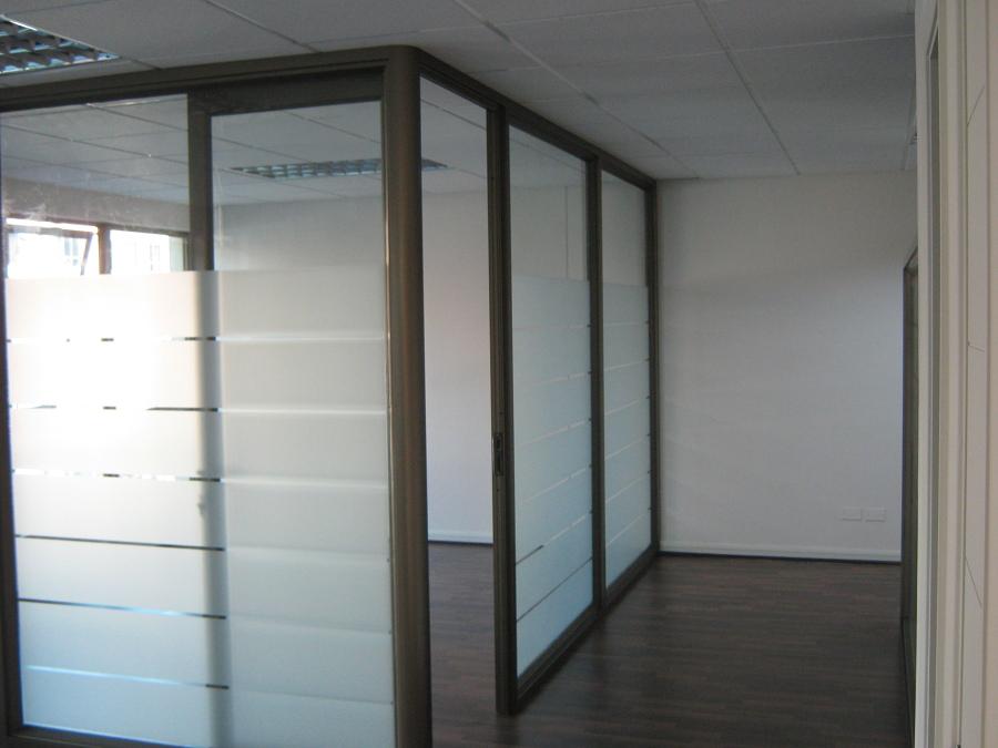Tabiques vidriados para oficinas vitrinas comerciales - Tabiques de cristal para viviendas ...