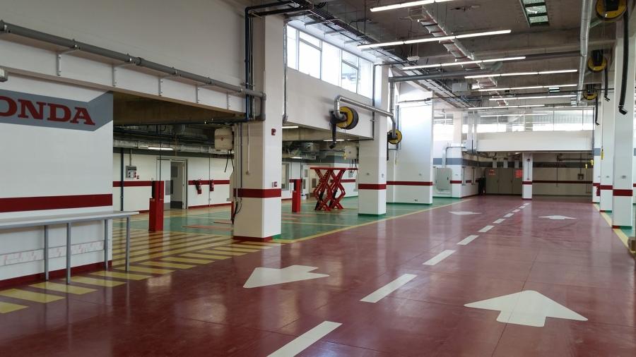 Honda autokas la dehesa ideas construcci n edificio - Fachadas de talleres ...