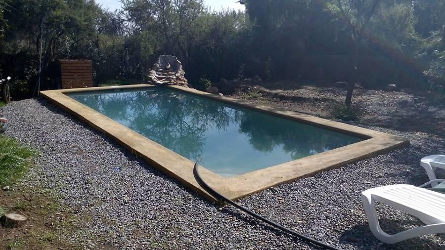terminando de llenar la piscina