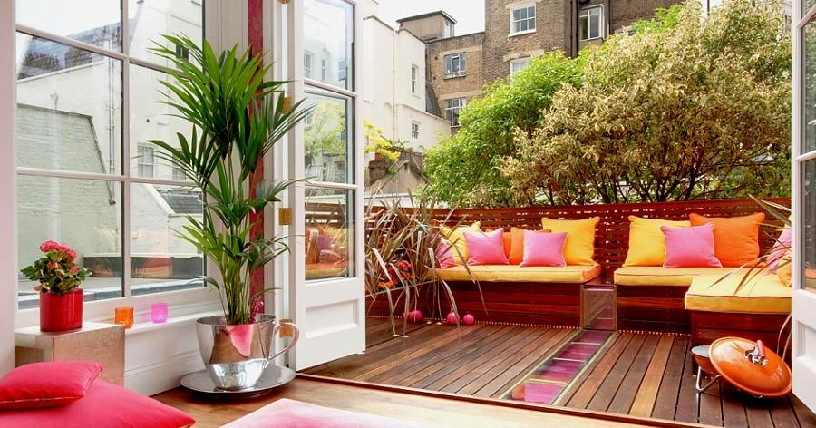 terraza con cojines de colores