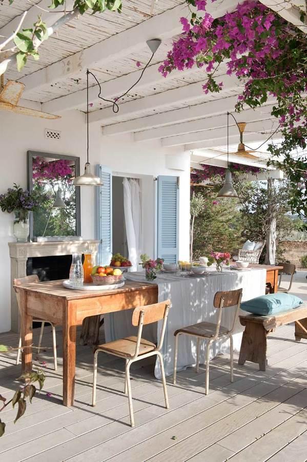 Terraza con gran mesa comedor