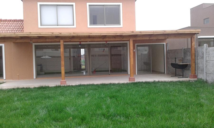foto terraza de madera con piso de porcelanato de cvt