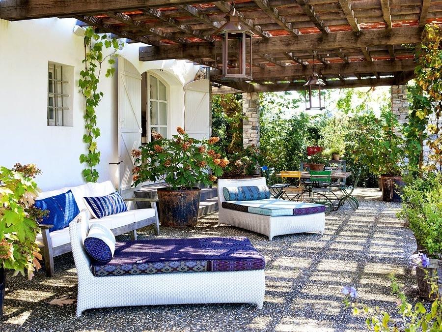 Terraza rodeada de plantas