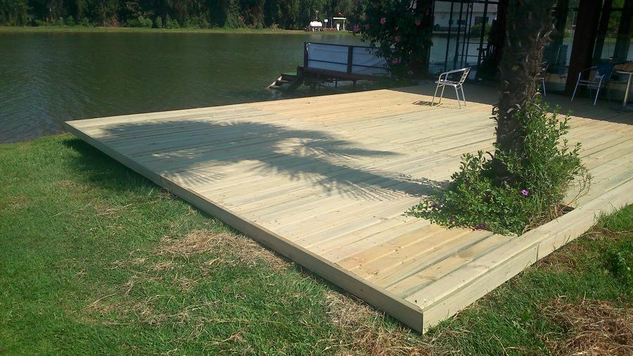 Terraza con madera tipo deck ideas pisos madera - Madera para terrazas ...