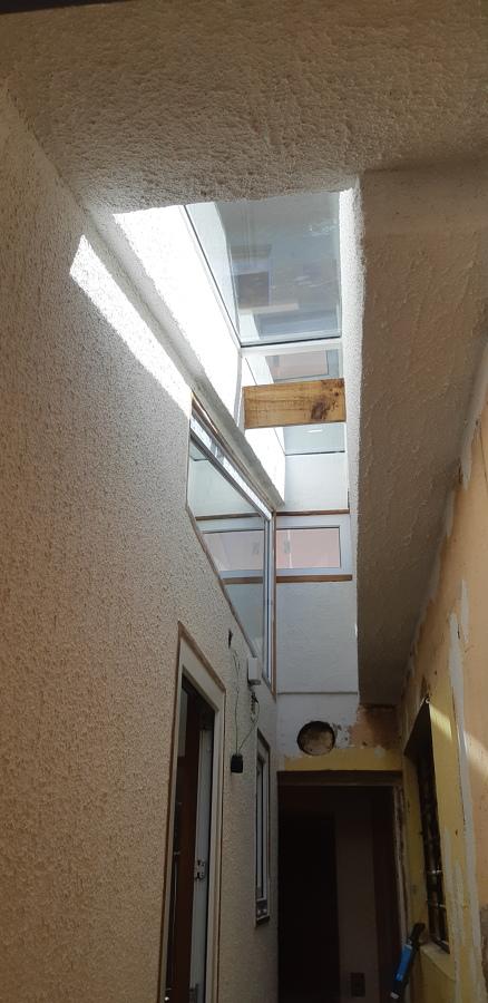 Tragaluz en techo de Pasillo de servicio