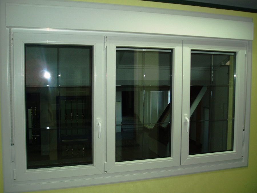 VENTANA PVC ABATIBLE COLOR BLANCO