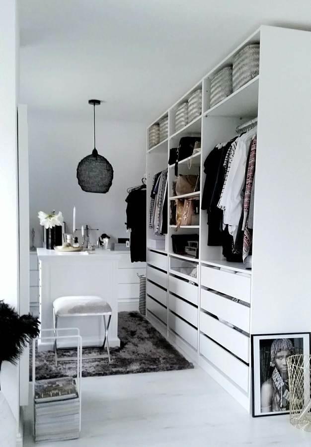 Vestidor en pieza remodelada