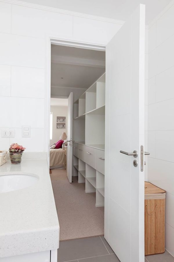 Condominio estados unidos ideas construcci n casa for Banos modernos con walking closet