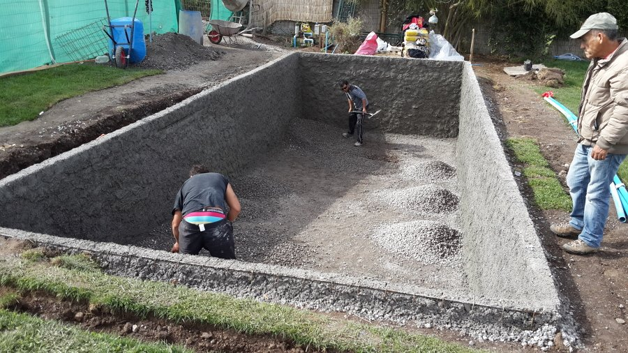 Foto construcci n piscina las pircas chicureo de ml for Construccion de piscinas en santiago