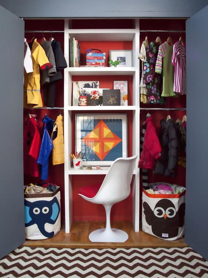 Zona de trabajo dentro de un armario