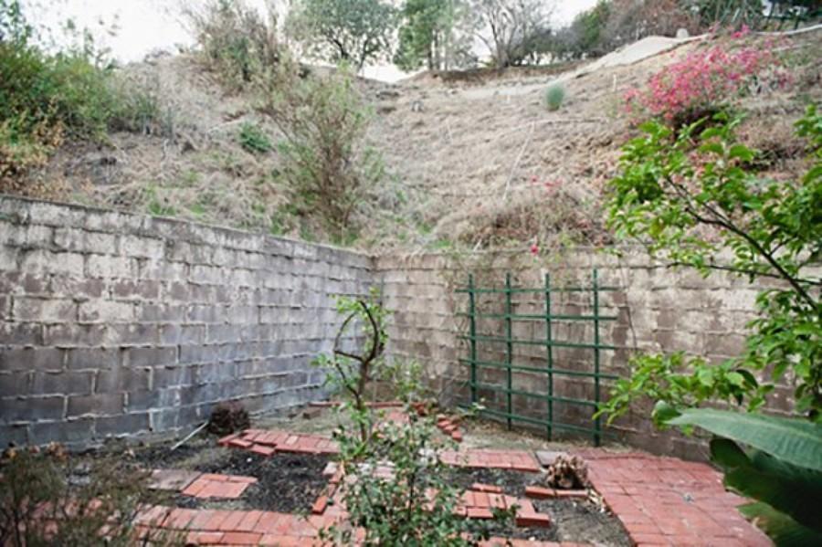 Zona terraza descuidada