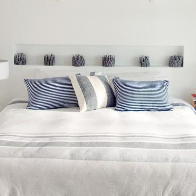 dormitorio con cabecero