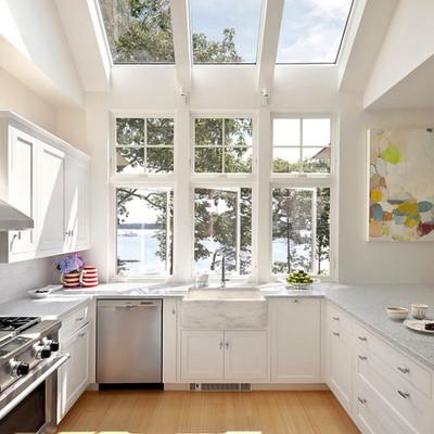 cocina con ventana en el techo