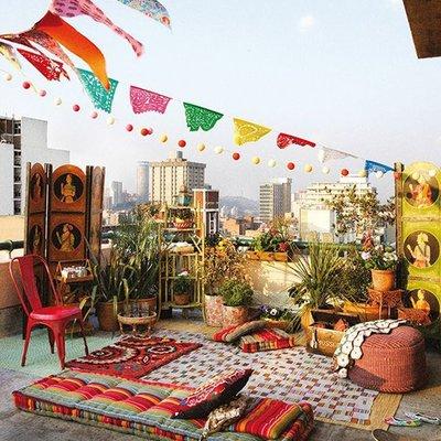 terraza con farolillos colores