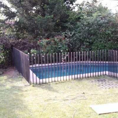 Reja piscina con chapa seguridad en las condes