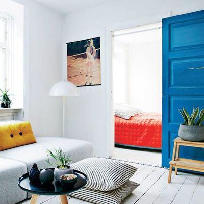 puerta pintada en azul