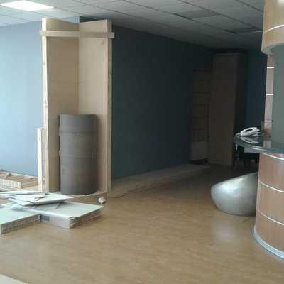 Instalación amplia mueblería en oficina