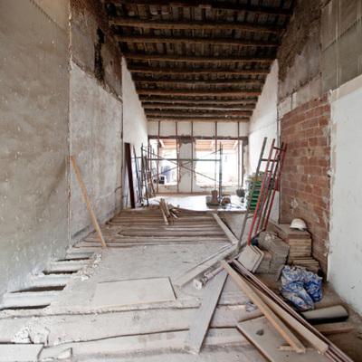Cómo convertir una casa en ruinas en un hogar repleto de luz y serenidad