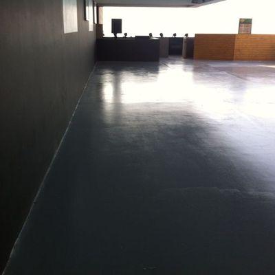 Aplicación piso epóxico terraza Ovo Enjoy Antofagasta