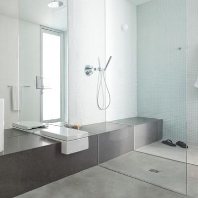 8 ideas que puedes copiar de baños grises y blancos