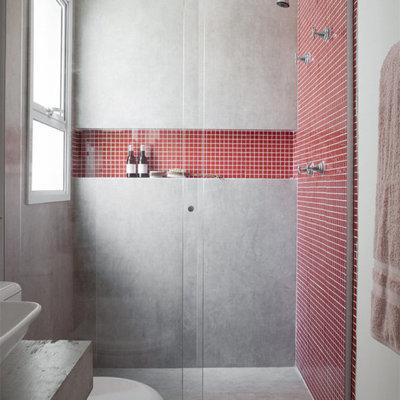 Baño con hornacinas en ducha