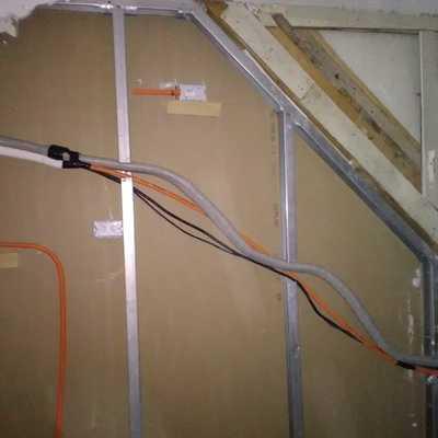 Instalación de equipo aire acondicionado 12000 btu/hr en una casa en construcción