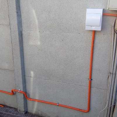 Instalación de equipos de aire acondicionado e instalación red eléctrica para la piscina