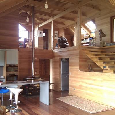 Una casa estudio eficiente y repleta de madera