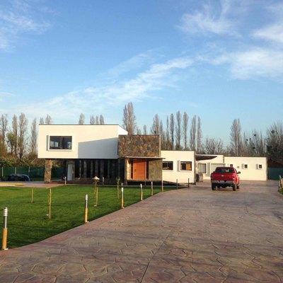 Casa de estilo mediterráneo de hormigón armado