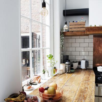 Aprende cómo integrar la madera en tu cocina