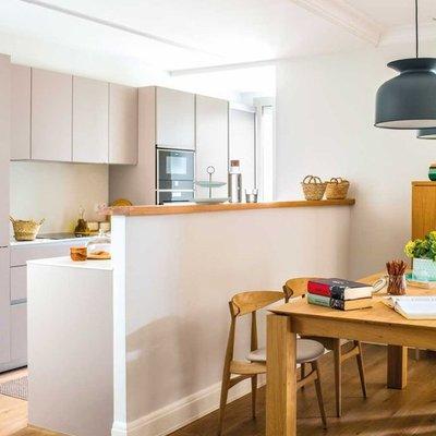 Ni abiertas ni cerradas: descubre el encanto de las cocinas semiabiertas