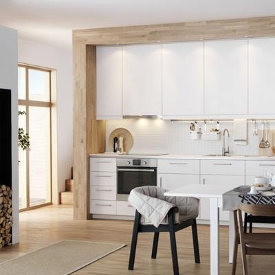 Cocina pequeña blanca y de madera