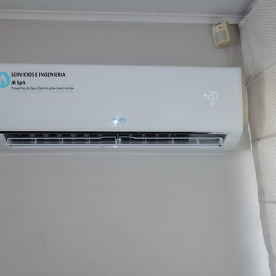 Suministro e instalación de equipos de aire acondicionado 12.000 btu, casa en Vitacura