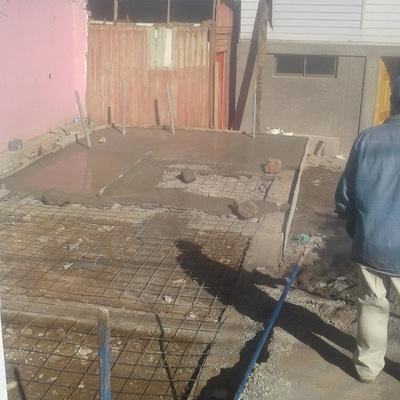 Demolision, cimiento sobrecimiento armado,alcantarillado y radier 35 m2