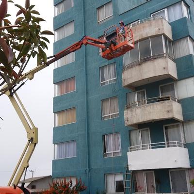 Limpieza y aplicacion de pintura en Edificio en San Antonio V Region