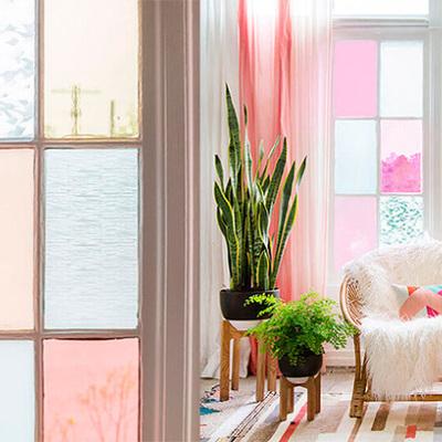 Ideas para integrar los vidrios de colores en tu hogar