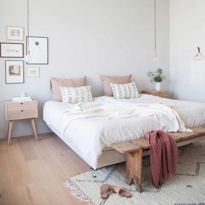 Dormitorio en tonos suaves y empolvados