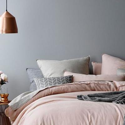 Dormitorio rosado y gris