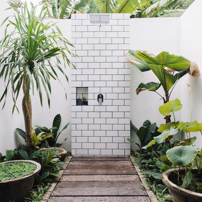 ducha de azulejos