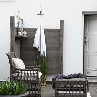 Construye una ducha en tu jardín o terraza para refrescarte este verano