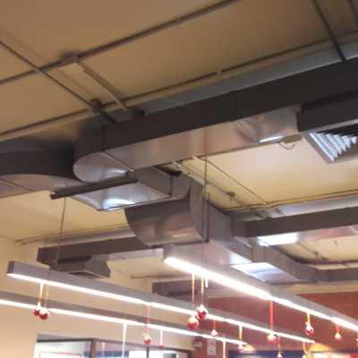 Provisión e instalación de split ducto trifásico de 48.000 btu/hr