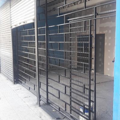 Construccion de Reja metalica para Proteccion del Acceso al local