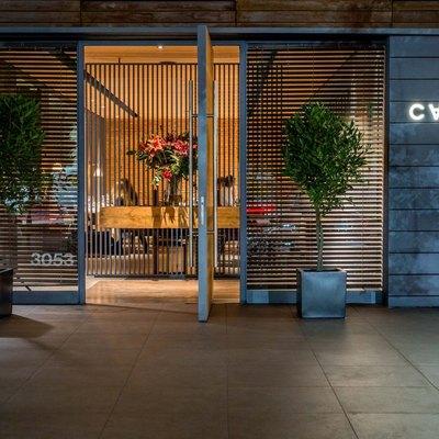 Fachada e interior Restaurante Carnal - Vitacura -