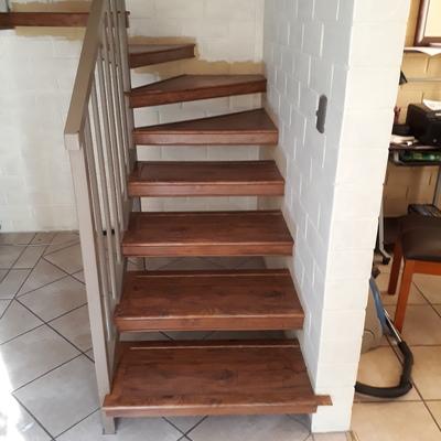 Revestimiento de escaleras con piso laminado