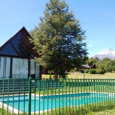 Fachada principal y piscina