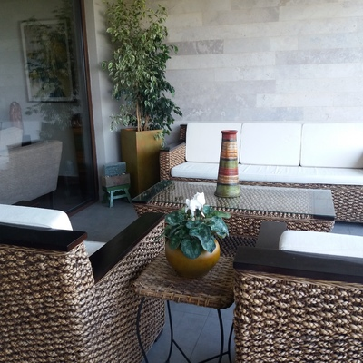 Trabajo con plantas y macetas autorregantes.