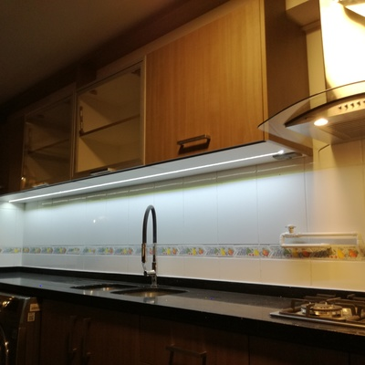 Iluminación LED bajó  muebles aéreo