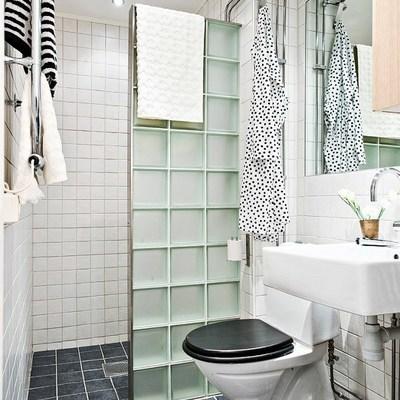 Ladrillo transparente en baño